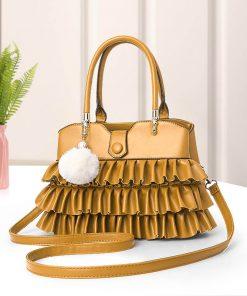 geanta dama cu model si accesoriu galbena - SKIRT zafia.ro