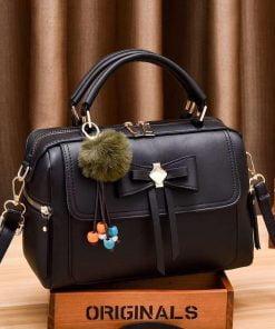 geanta dama neagra de mana umar cu accesoriu tina
